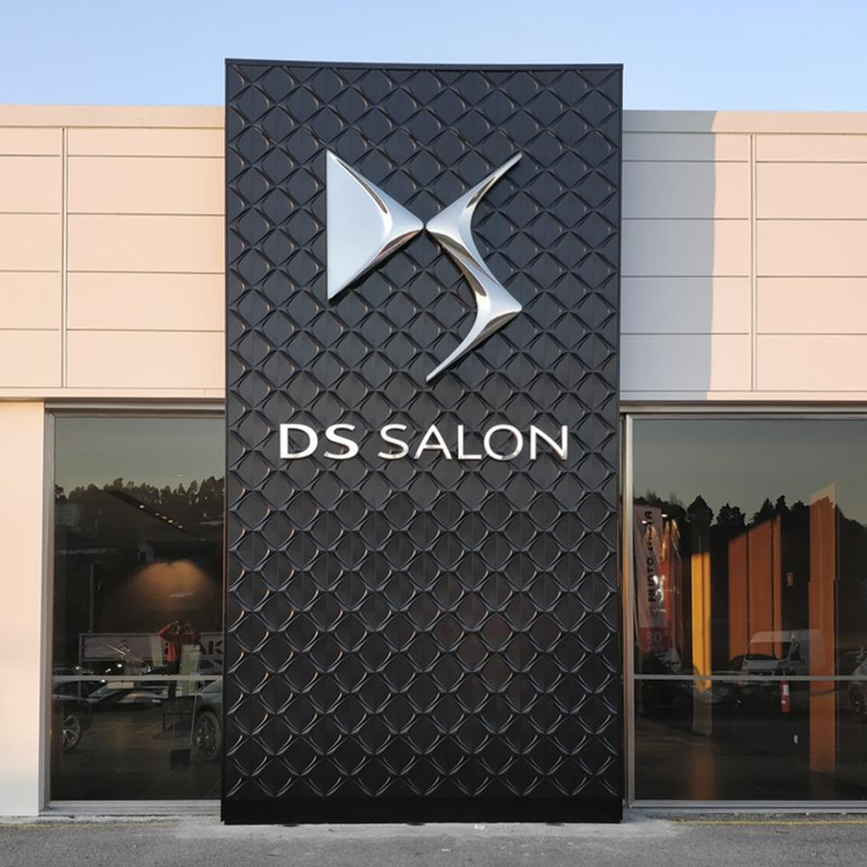 DS Automobiles DS Lounge totem mural manufactured and deployed by Visotec