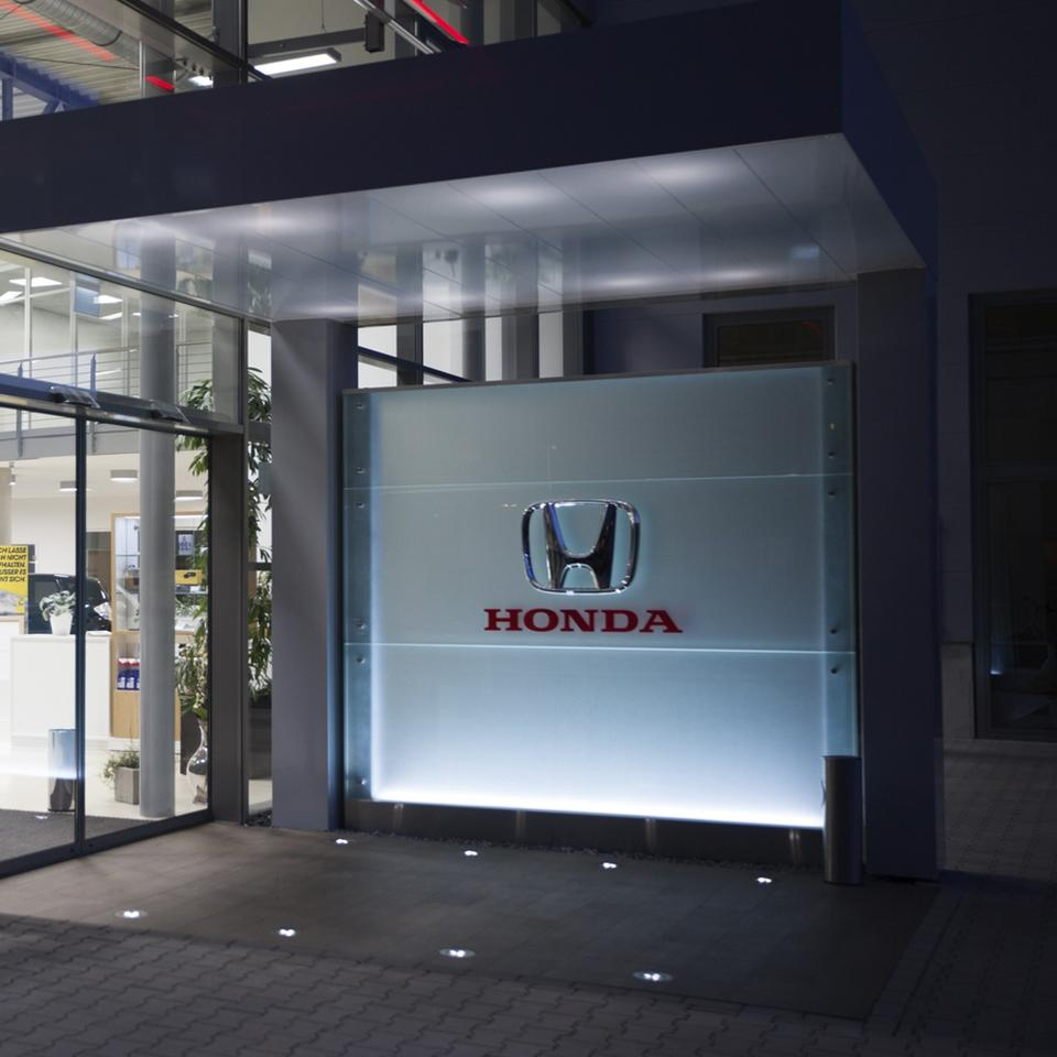Signage for new Honda dealership entrance by Visotec