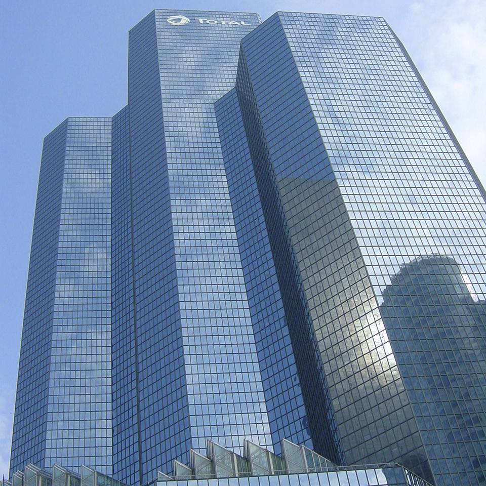 The Total logo by Visotec on the Group's headquarters, one of the highest towers in La Défense