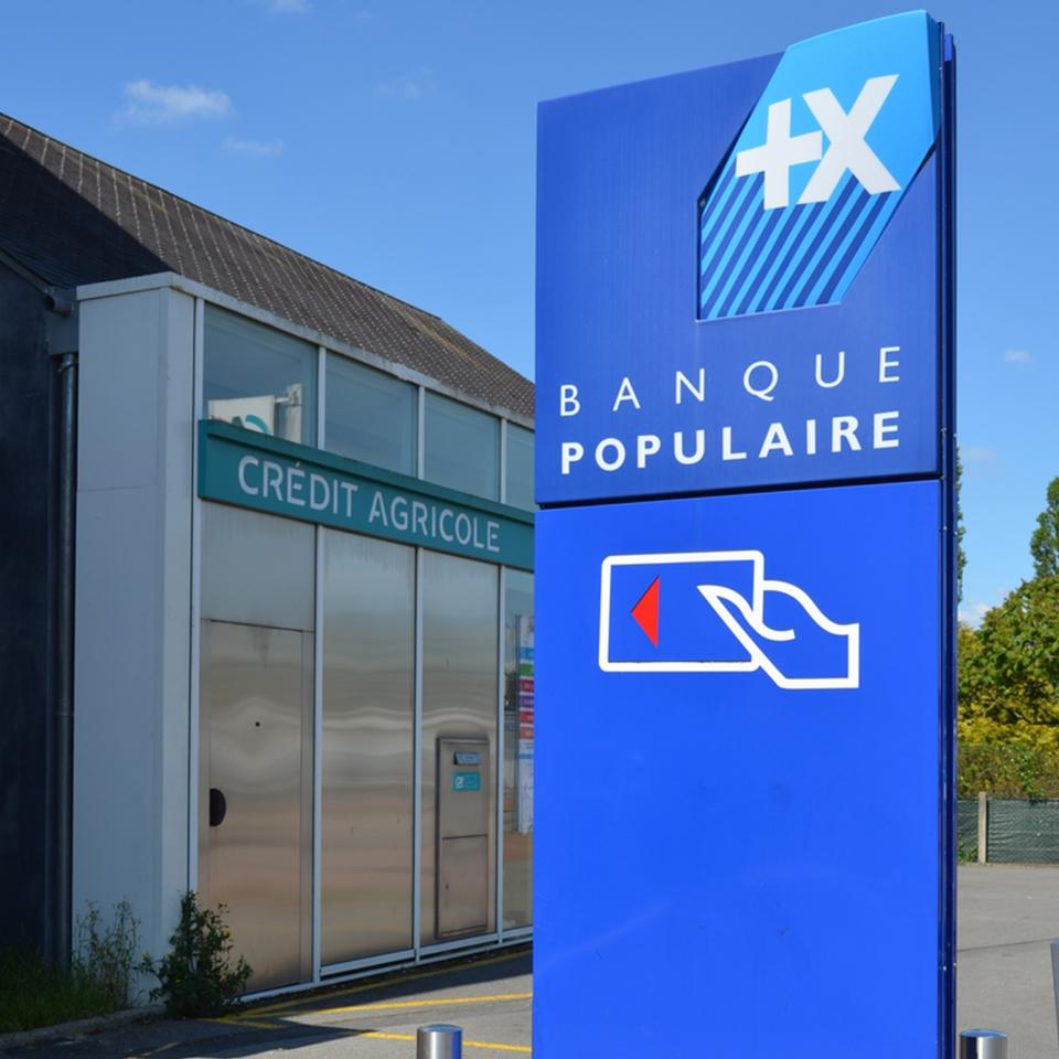 Banque Populaire branch totem erected by Visotec