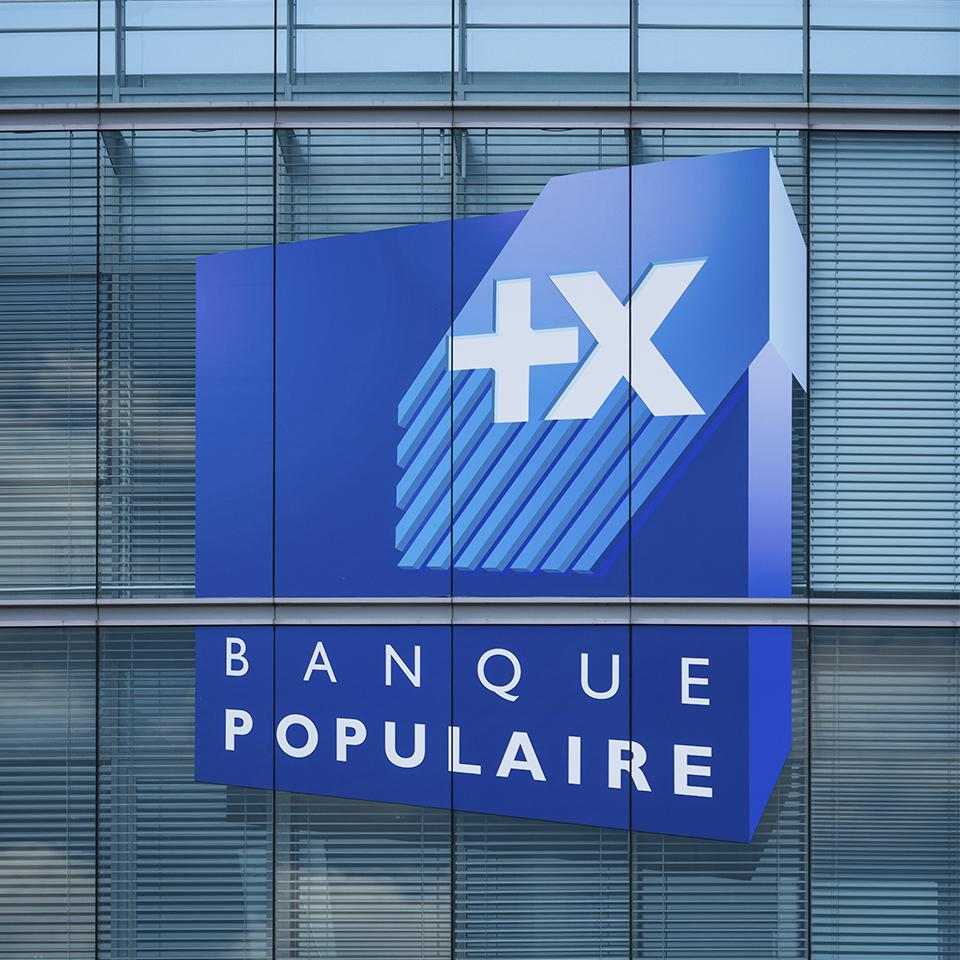 XXL logo deployed by Visotec on the façade of Banque Populaire du Grand Ouest