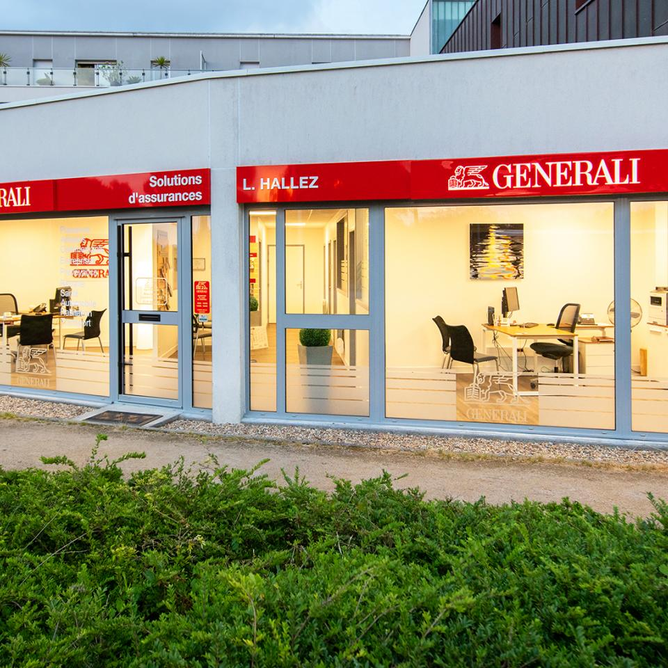 Thermoformed signage to unify the Generali branch network