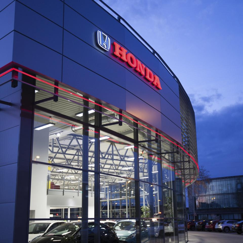 Honda dealership with red edging in the night by Visotec