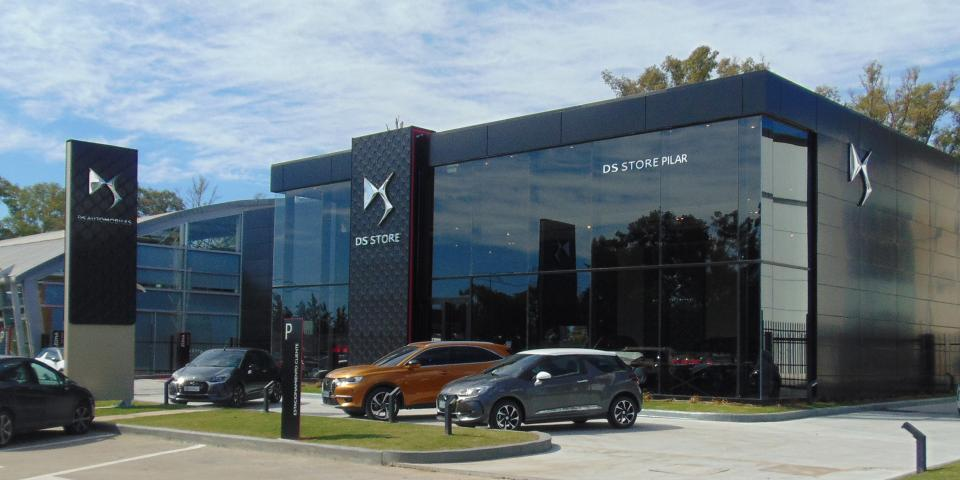 Deployment of DS Automobiles DS Store signage by Visotec